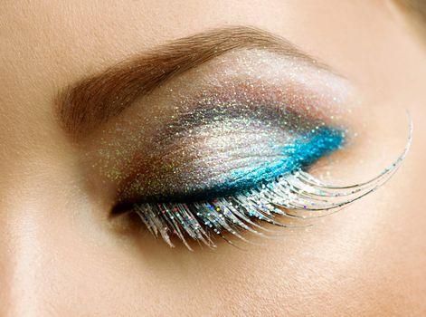Beautiful Eyes Holiday Make-up