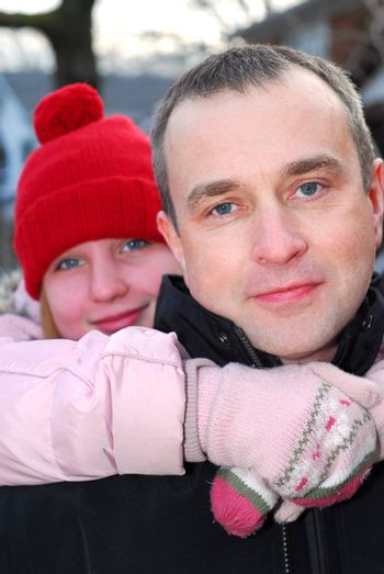 Portait of a father and a daughter outside in winter