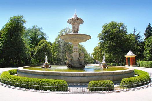 Madrid fuente de Alcachofa in Retiro Park