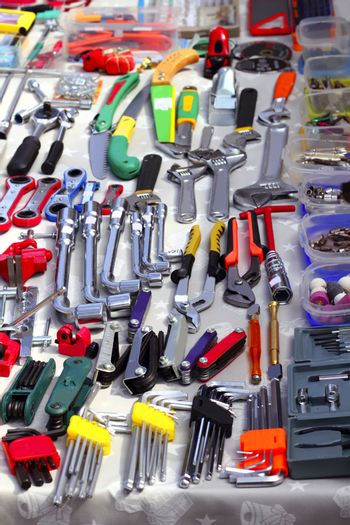 bargain hand tools in second hand market