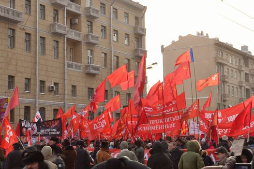 Russian communists marching against fair elections