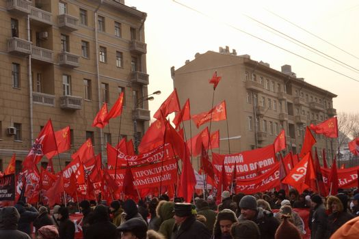 Russian communists marching for the fair elections