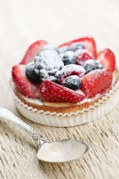 Fruit tart with spoon