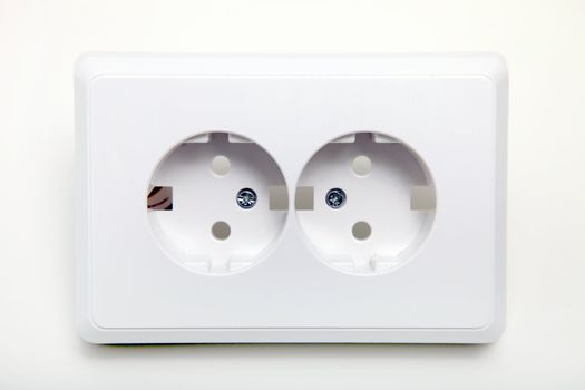 Dual power sockets