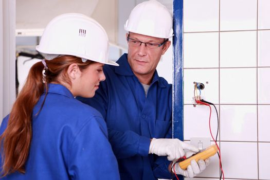 an electrician teaching how to use an ammeter