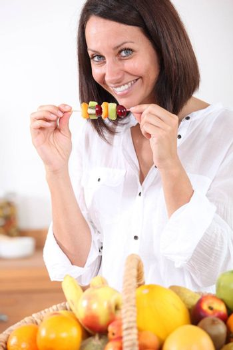 woman eating fruits