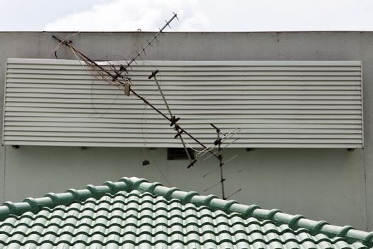 Broken Antenna and fall down