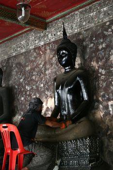 Buddha Statue Cleaner