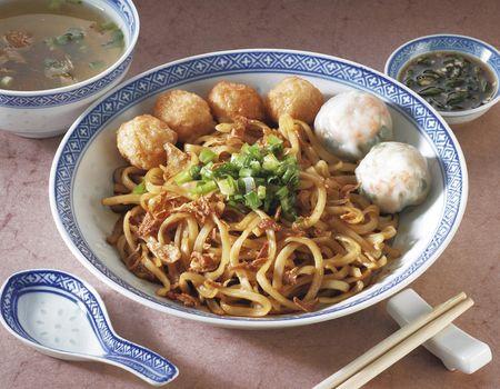A bowl of mixed noodles.