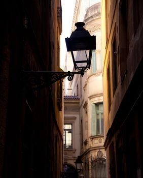 Barcelona gothic barrio streetlight backlight