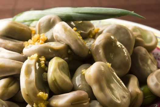 Broad Bean with olive and garlic
