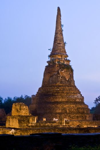 Stupa (chedi) of a Wat in Ayutthaya, Thailand, during the final phase of a sunset. Ayutthaya city is the capital of Ayutthaya province in Thailand. Its historical park is a UNESCO world heritage.