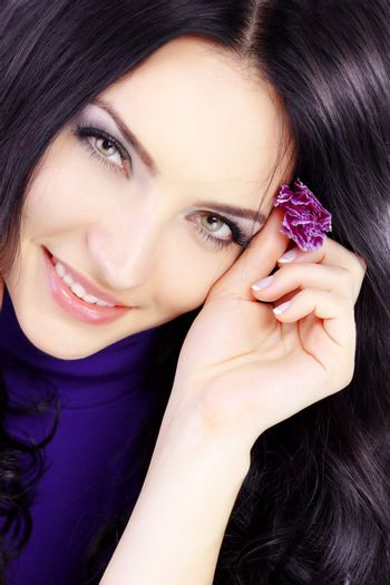 Close-up portrait of beautiful woman with healthy skin and hair