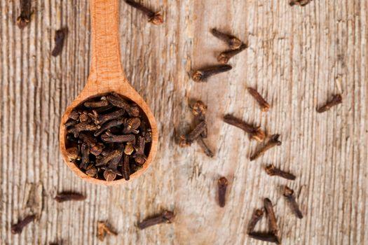 cloves in wooden spoon