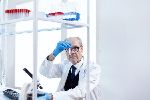 Senior scientist in sterile chemistry anlysing solution