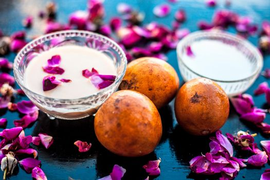 Sapodilla pulp well mixed with raw milk in a glass bowl on wooden surface for the bulging on the hands.