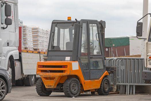 Loading Truck Trailer Forklift