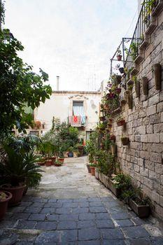 Typicalcourtyard in Ortigia