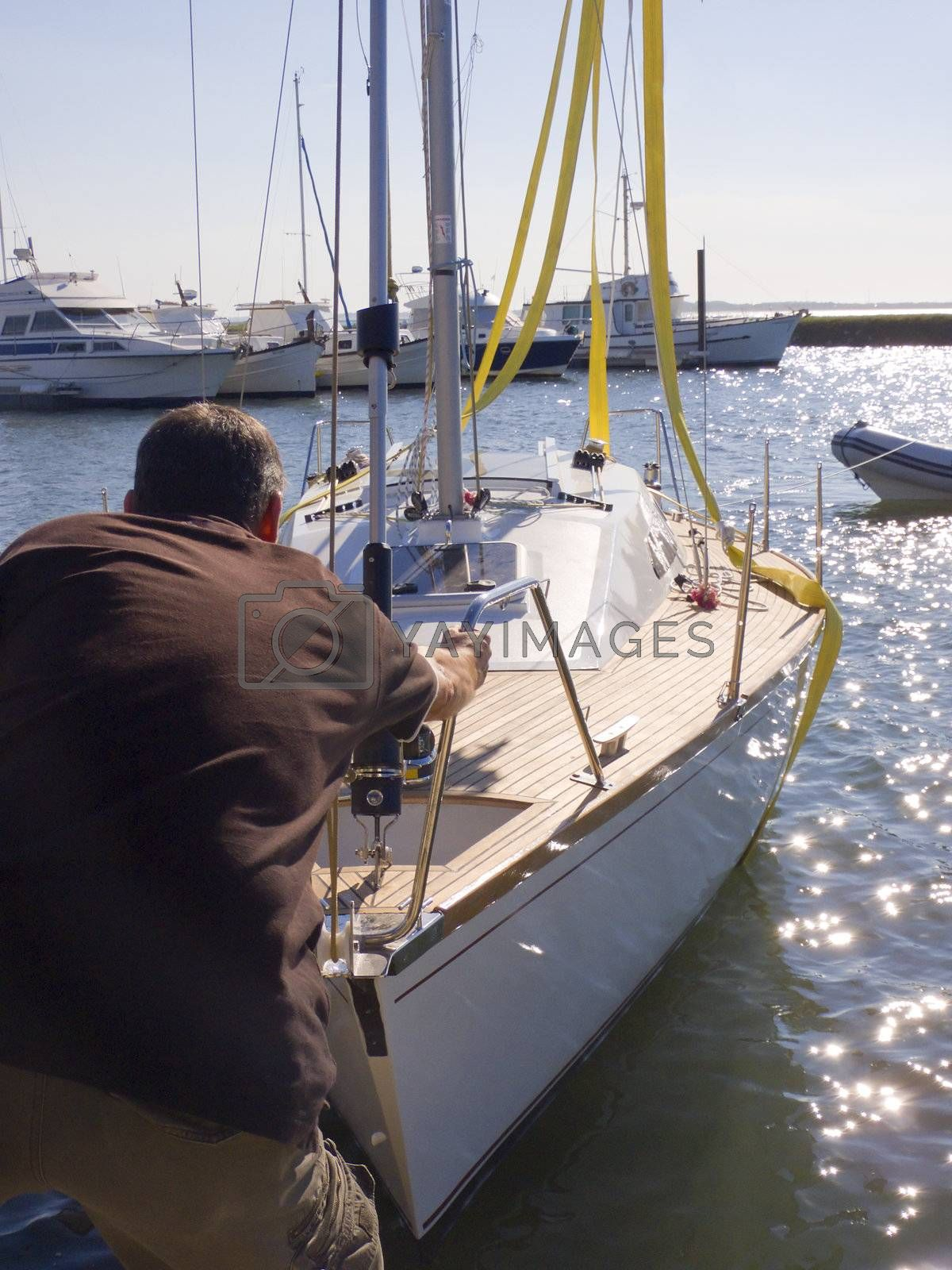 Men grabing intoo a ship by PauloResende