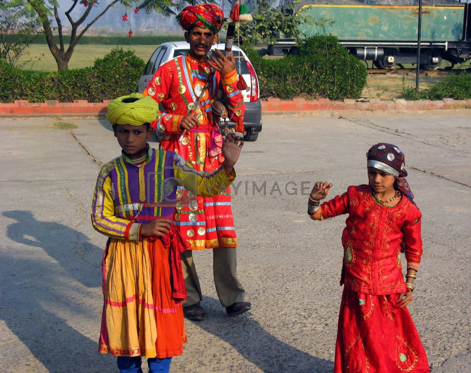 A family of street performers in India