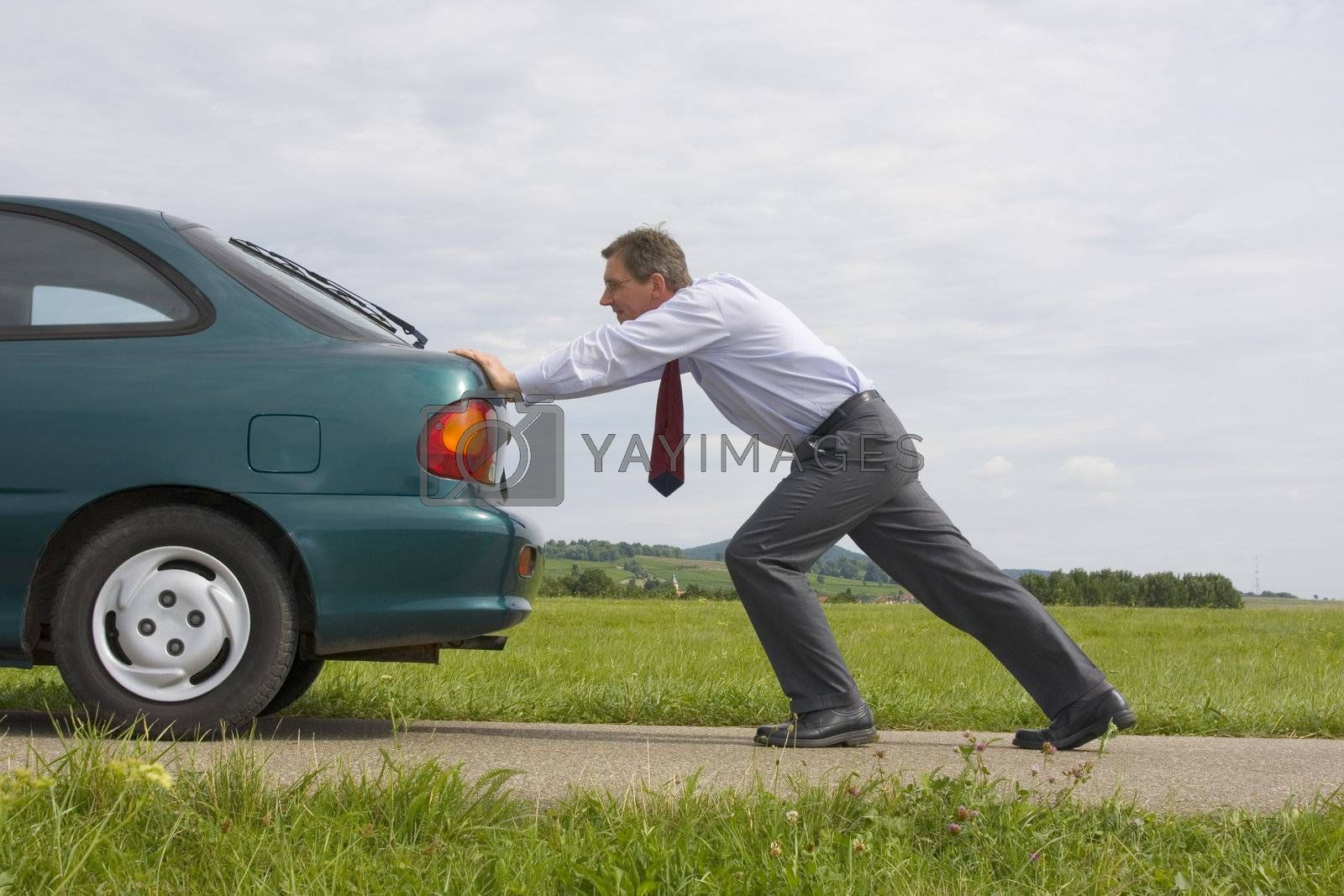 Businessman pushing a car with empty fuel tank