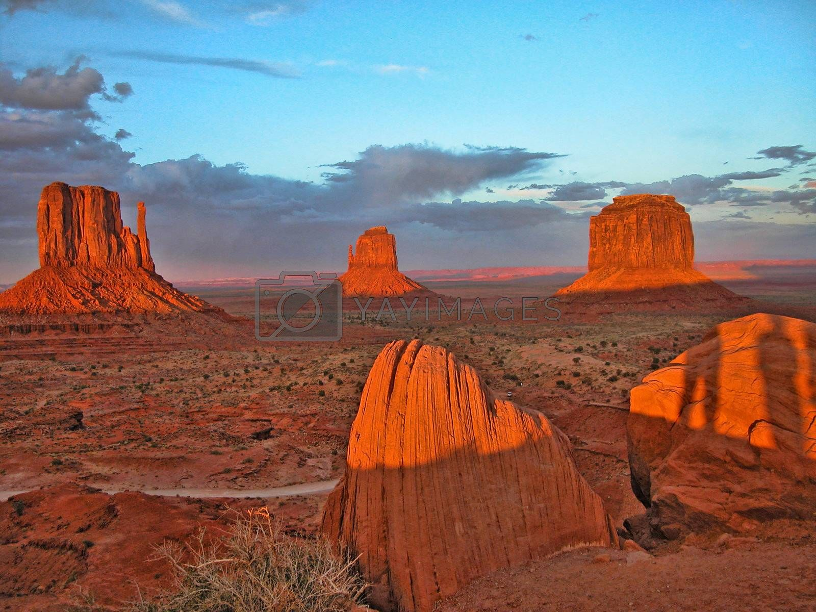 Sunset in Monument Valley by jovannig