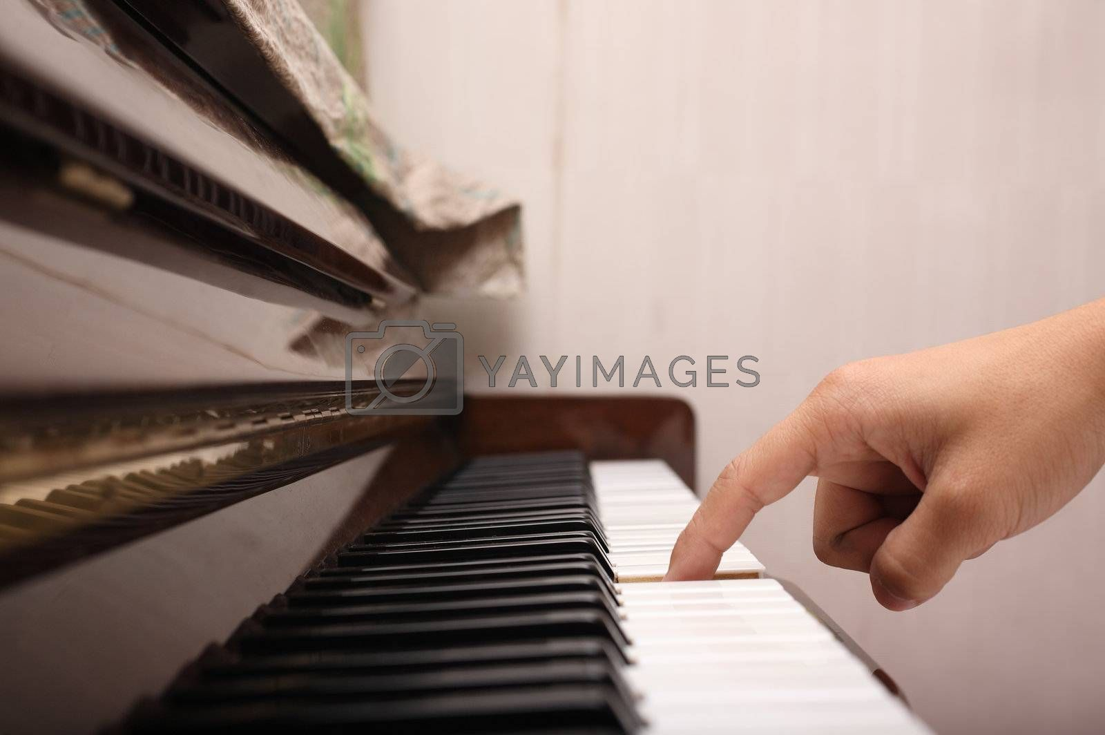 playing piano with one finger by leungchopan