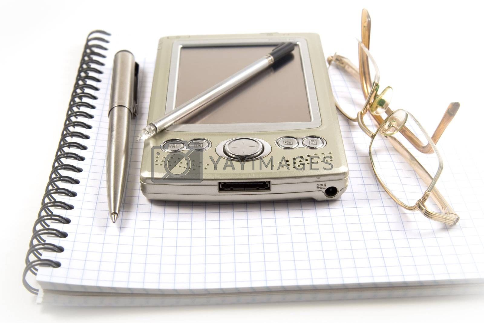 Vignetting image of pen, PDA  and eyeglasses on spiral notebook by serpl