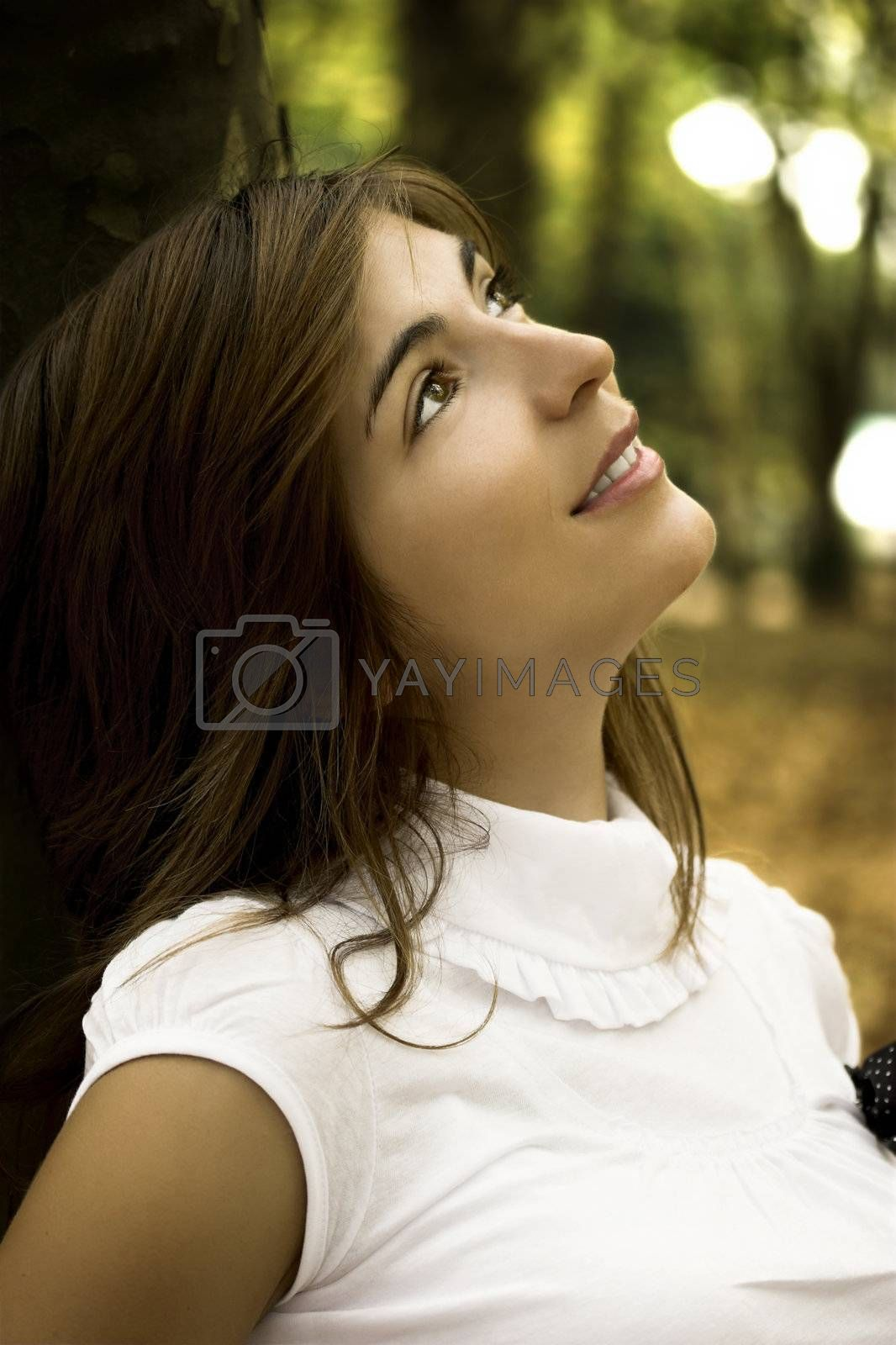 Beautiful woman in ther autumn park thinking in something