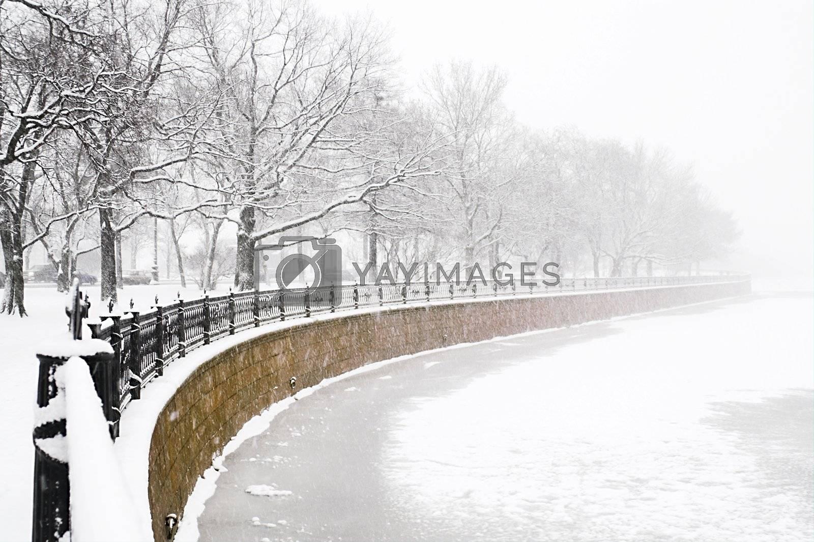 embankment at snowfall by simfan