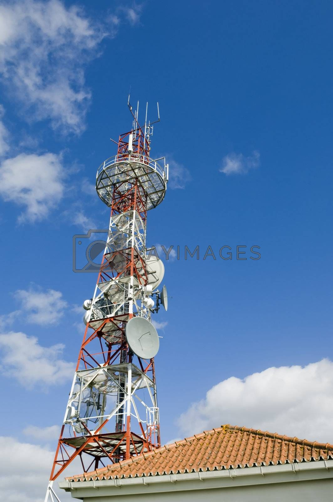 Radio communications station and tower with various types of antennas