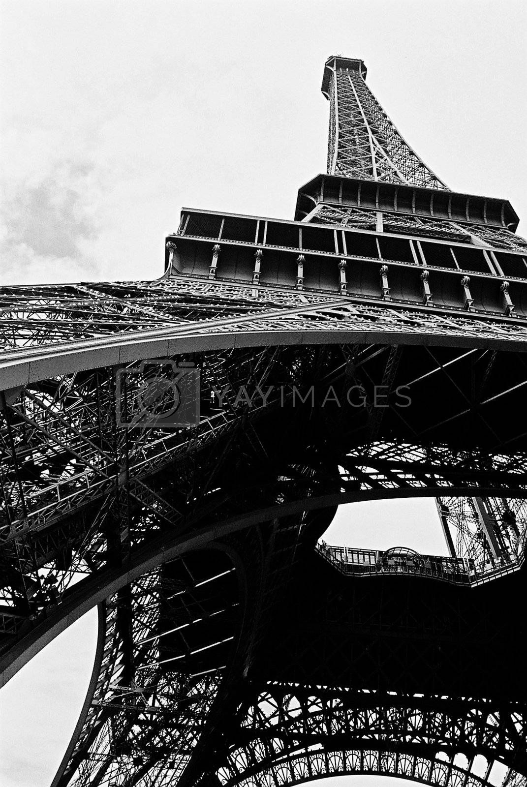 Black & white view of the Eiffel Tower in Paris