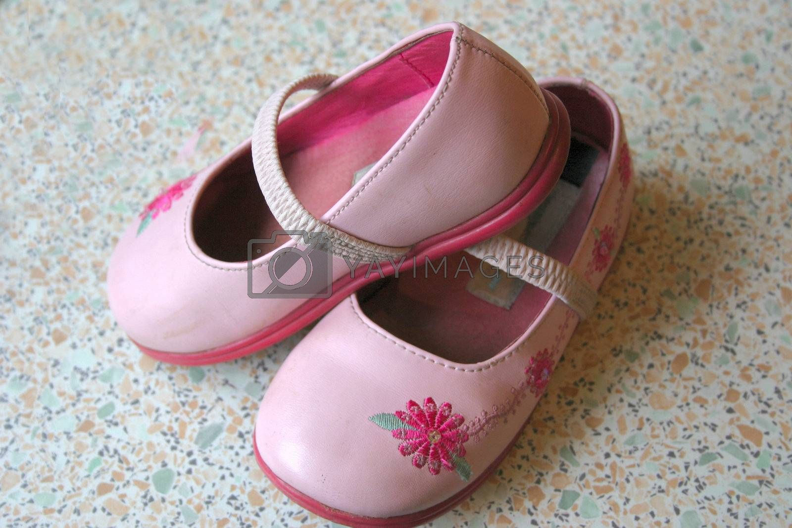 pink shoes by leafy