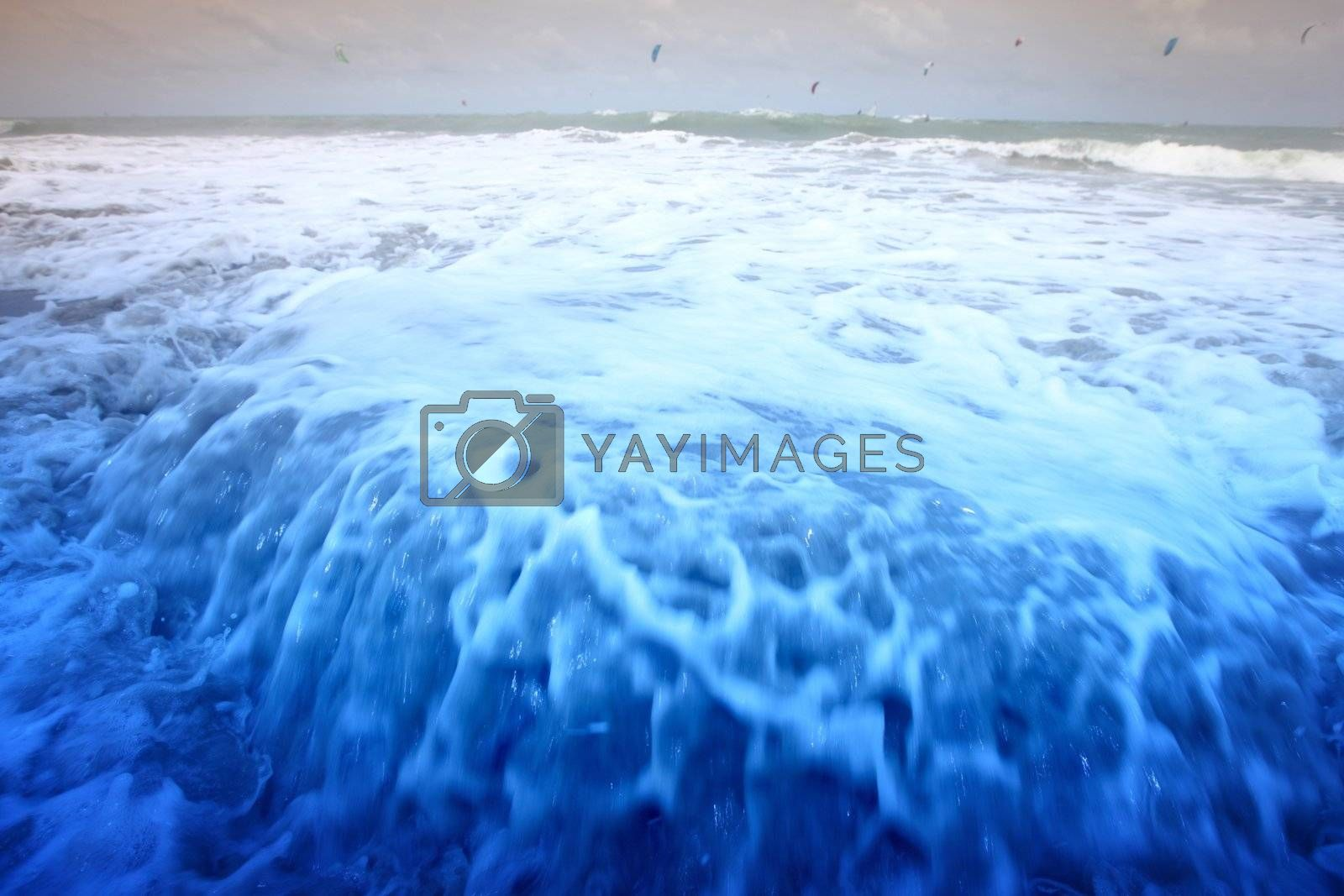blue ocean waves go to you