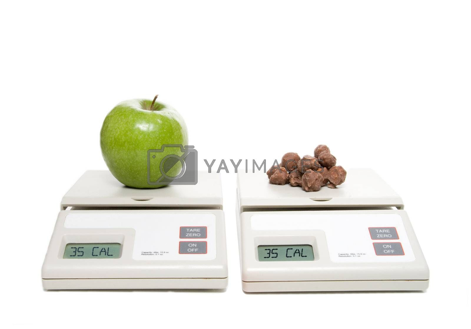 A scale with an apple and one with chocolate.