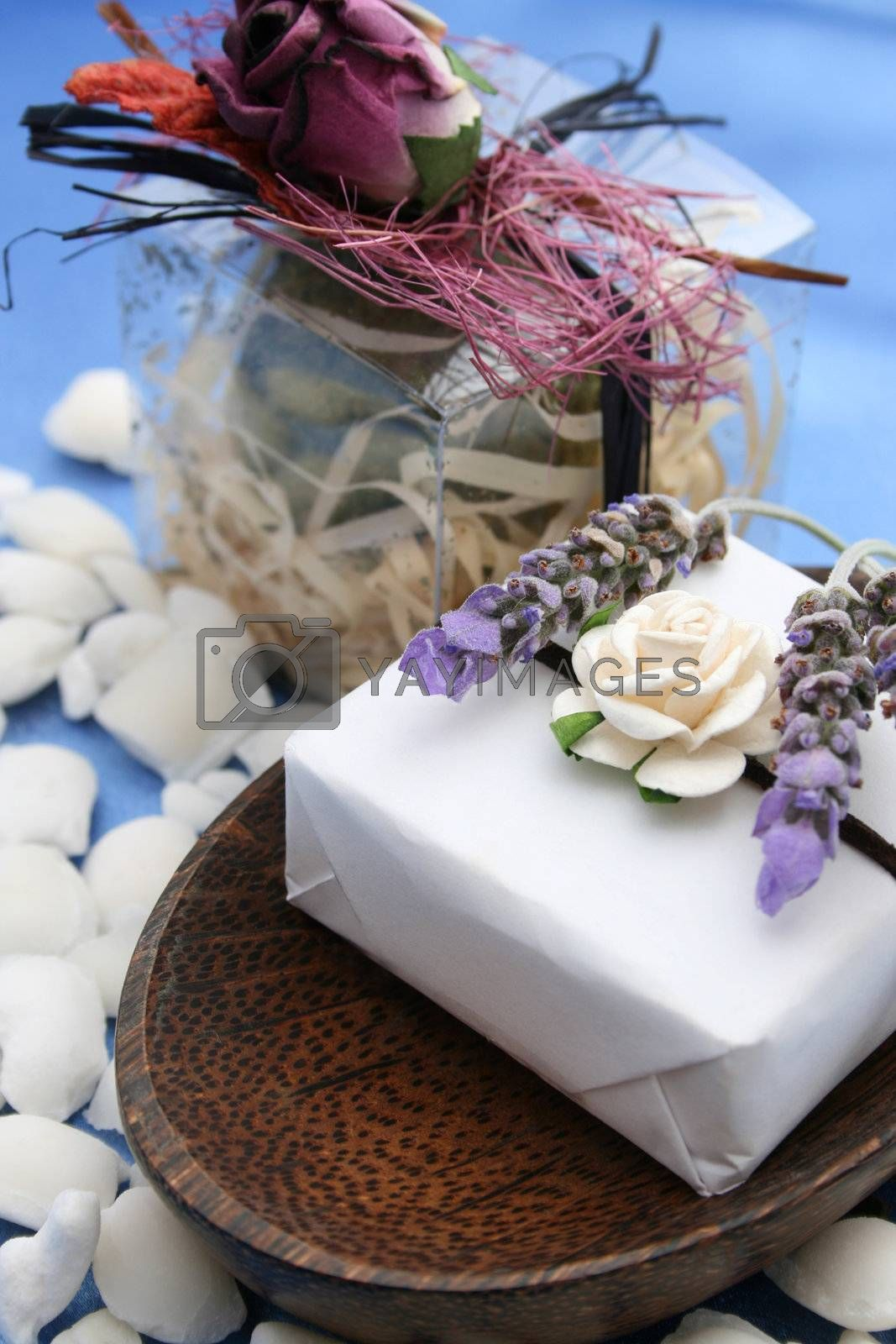 Wooden Soap Dish and Fizz Ball in PVC box decorated with flowers