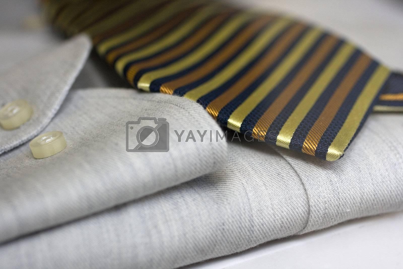 tie on a dress shirt