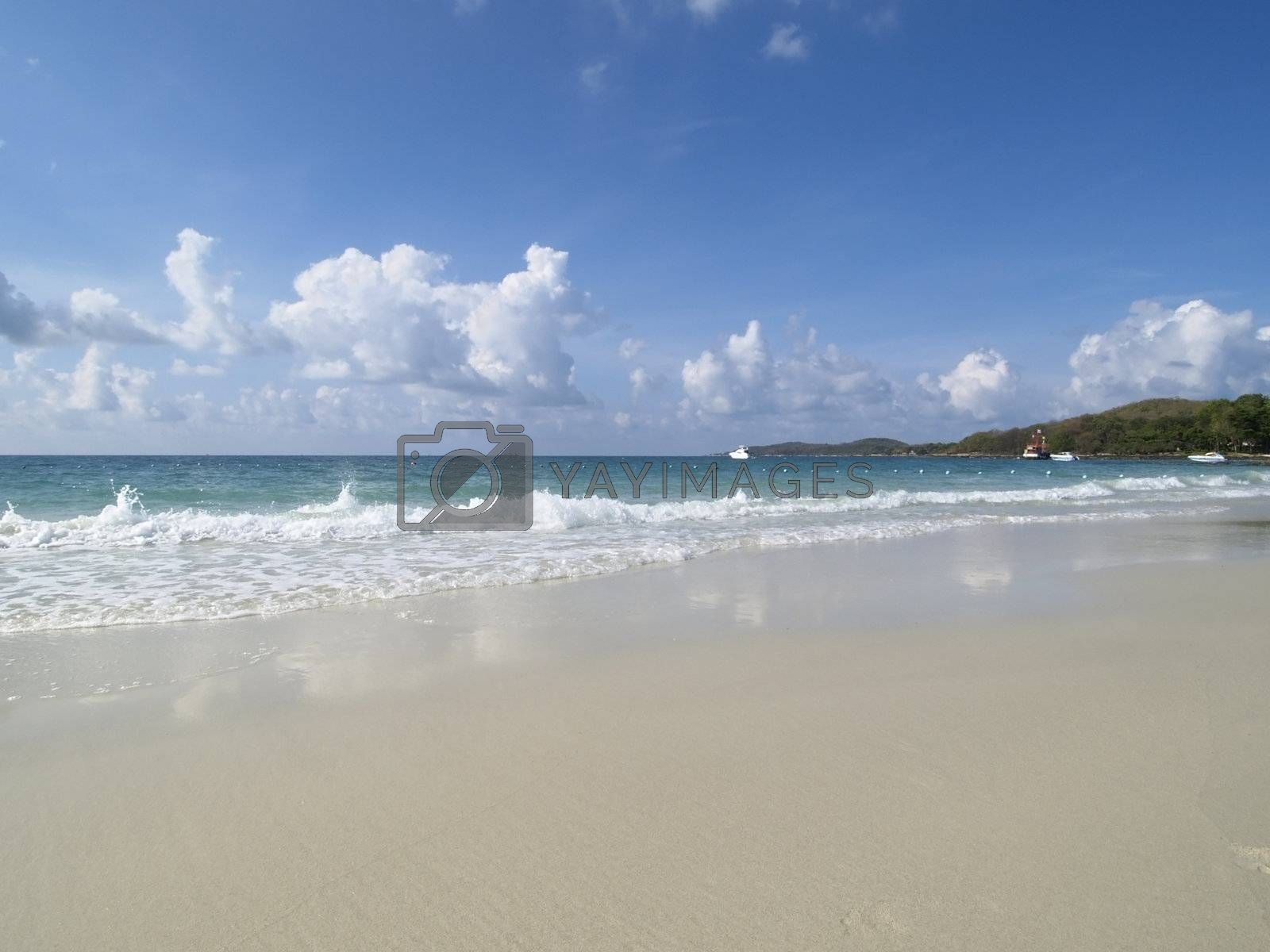 Empty, tropical beach by epixx