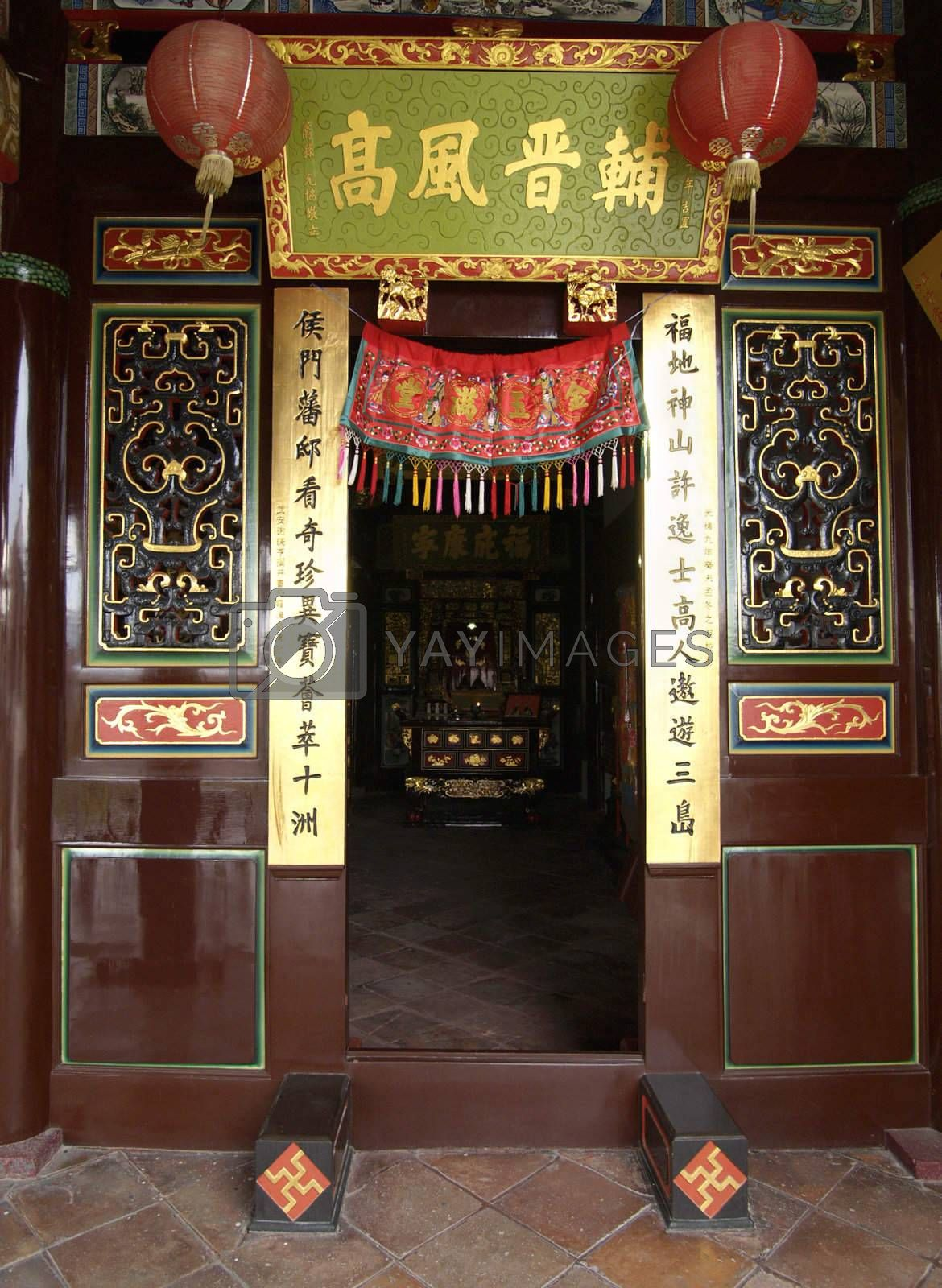 Entrance of Chinese temple by epixx
