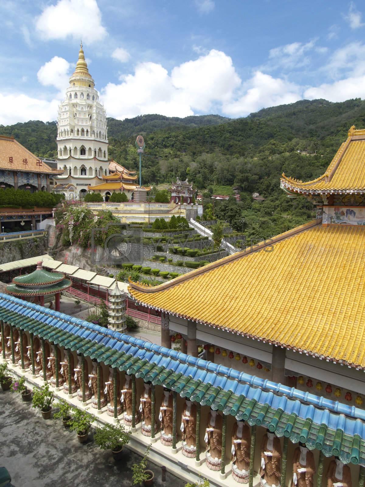 The Lek Kok Si temple by epixx