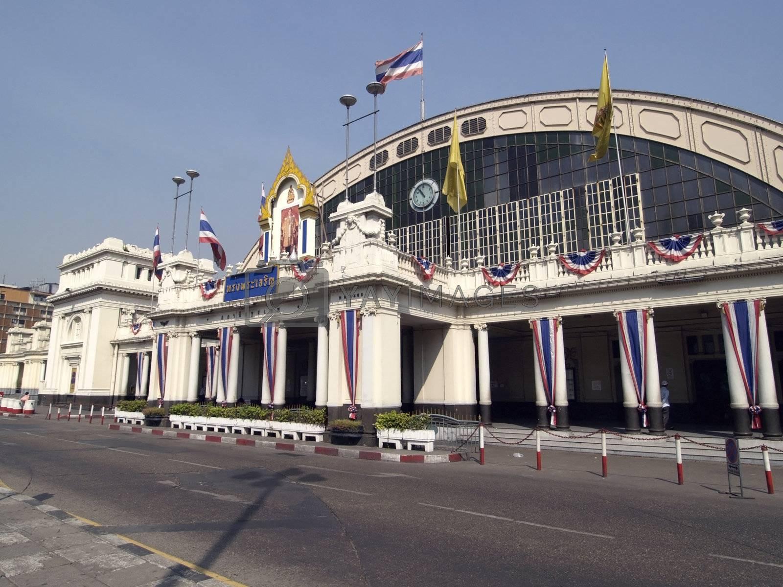 Hua Lampong station in Bangkok by epixx