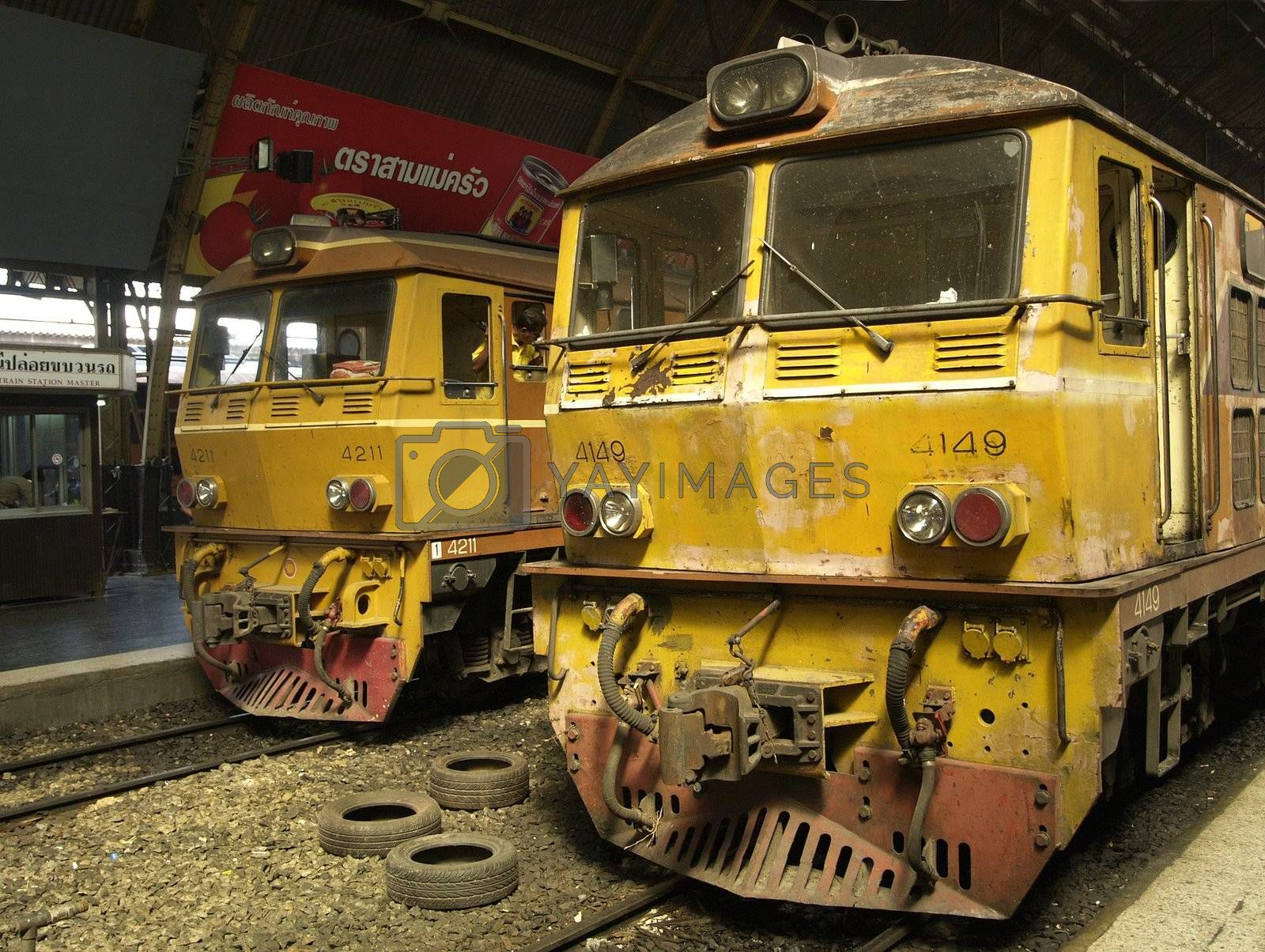 Locomotives in Bangkok by epixx