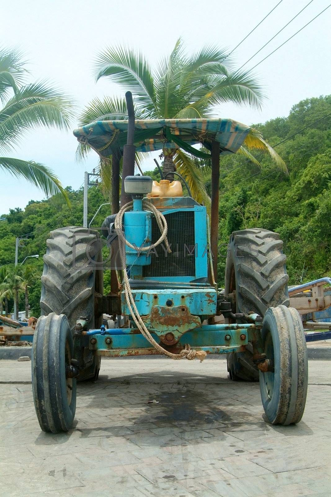 Old tractor by epixx