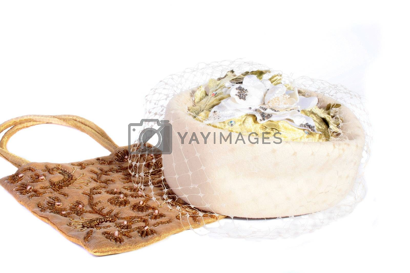 Hat with a veil and a handbag embroidered with beads.