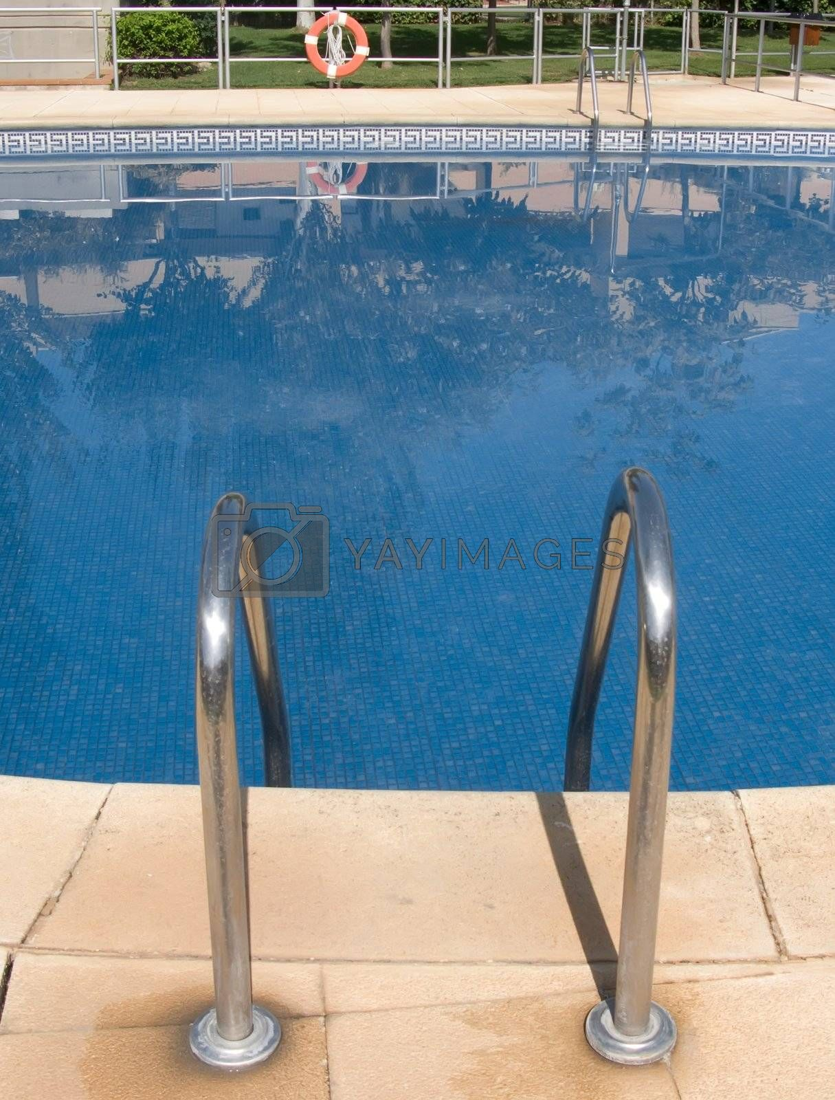 Swimingpool by olgaolga