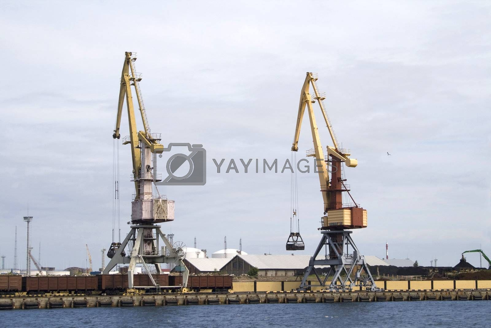 Container cranes for loading and unloading freight trains