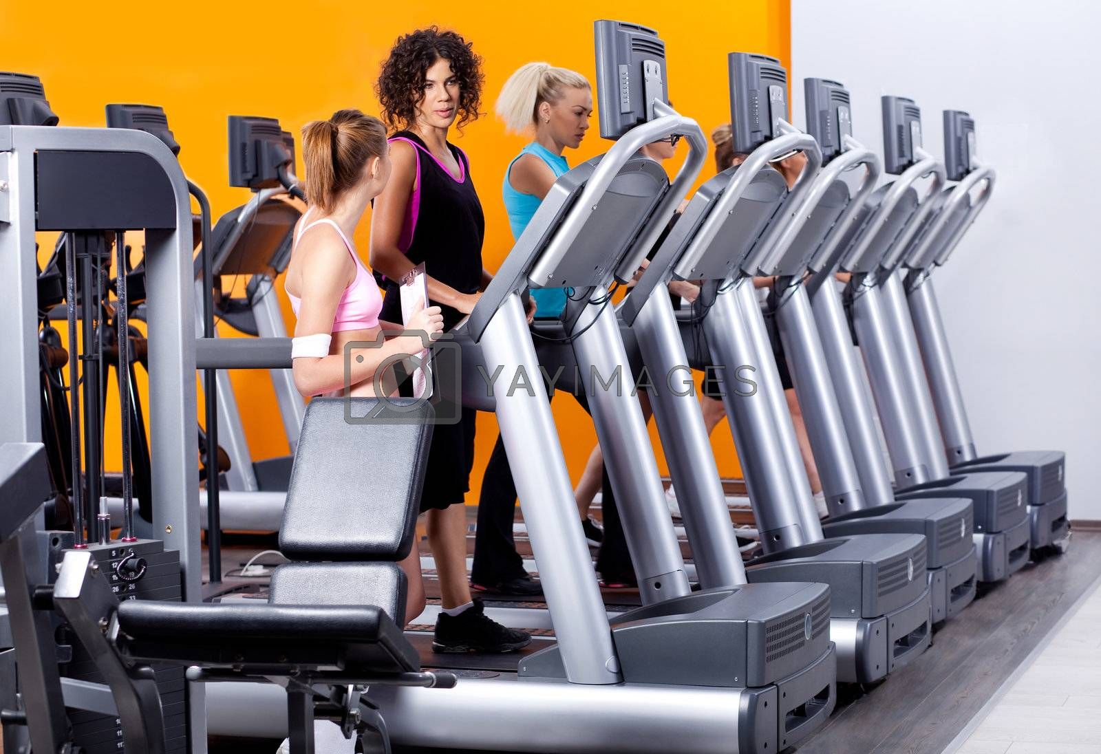 lady instructor providimh training to ladies in gym