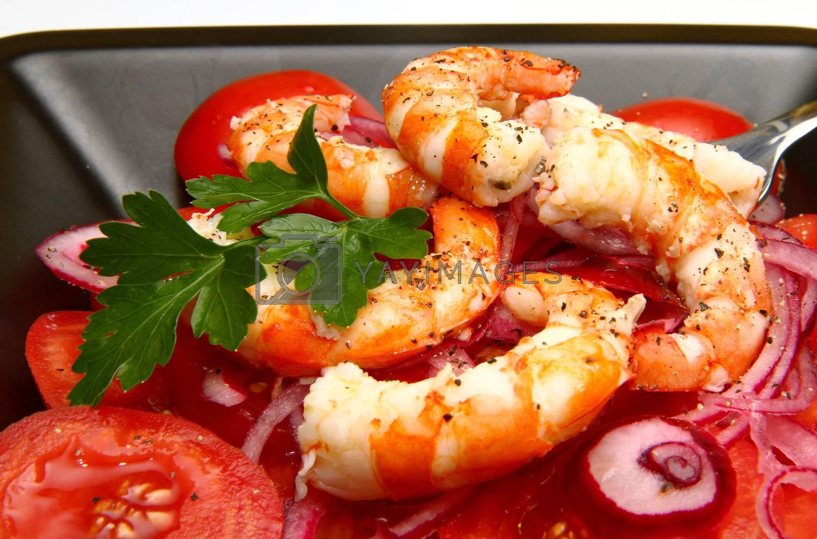 fresh shrimp salad with tomates