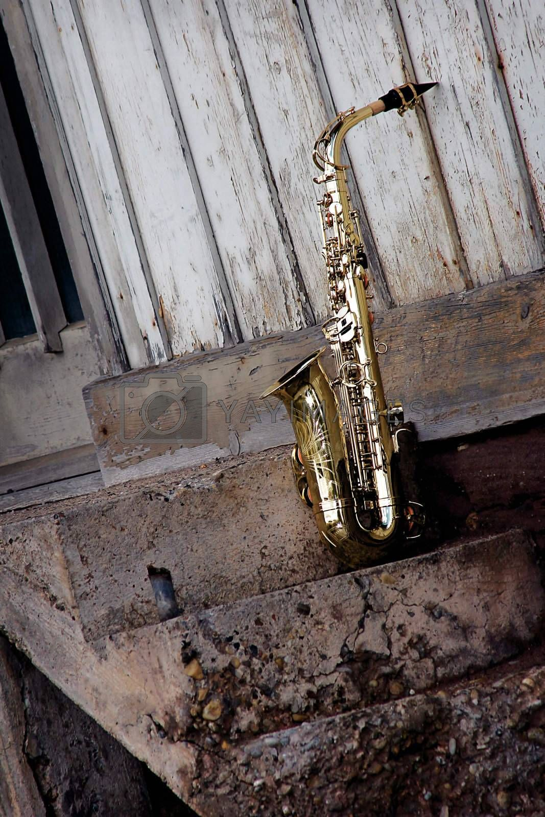 old grungy saxophone by Hasenonkel