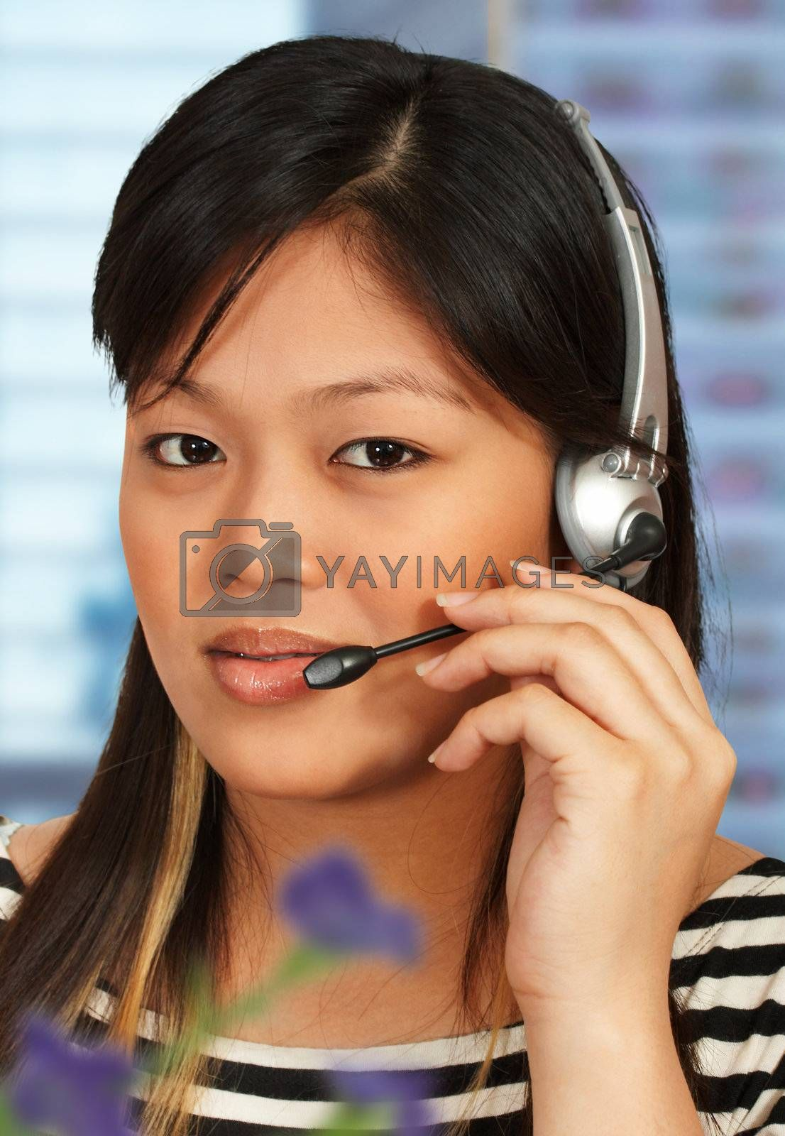 Hotline assistant talking to a customer on the phone